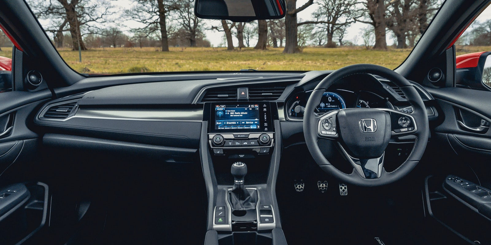 Honda Civic interior and infotainment | carwow