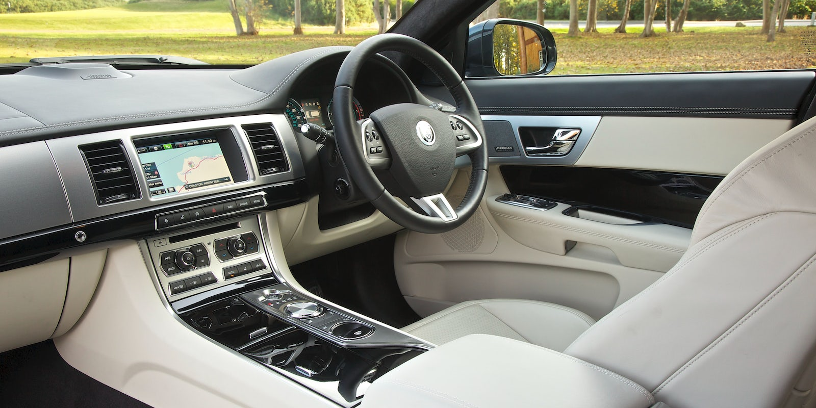 jaguar xf sportbrake review carwow. Black Bedroom Furniture Sets. Home Design Ideas