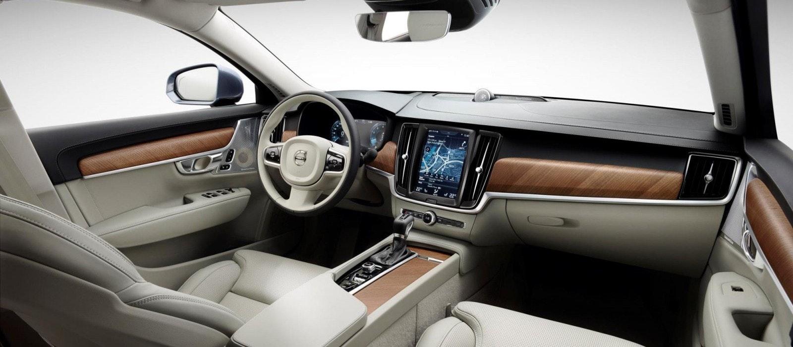 Volvo s90 size