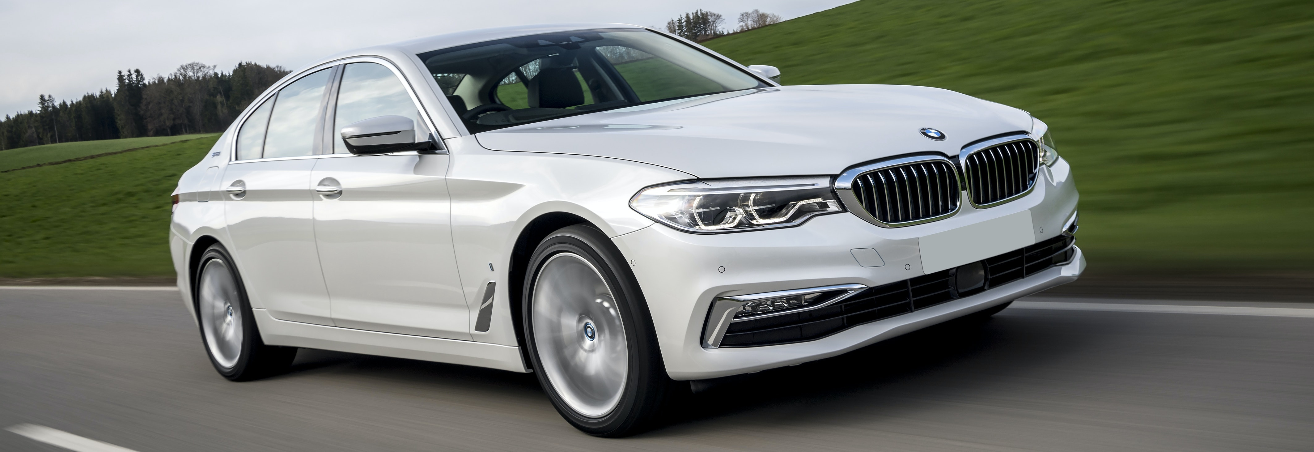 2018 bmw 5 series hybrid white driving front