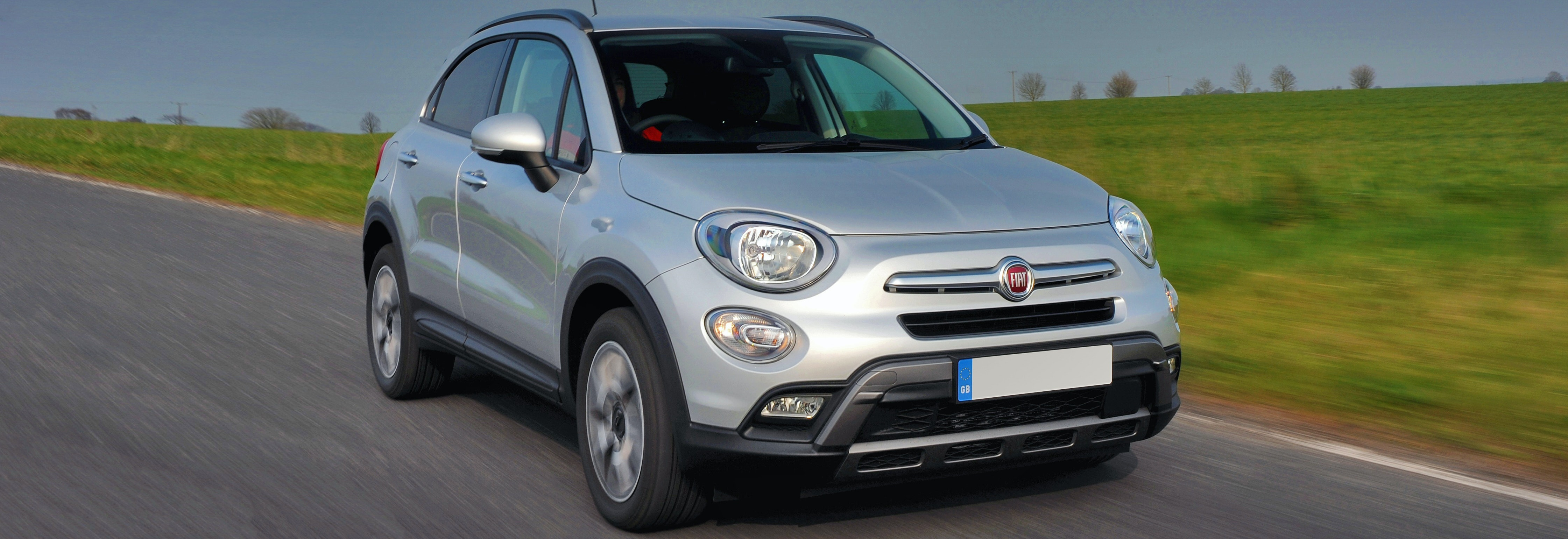2018 fiat 500x silver driving front