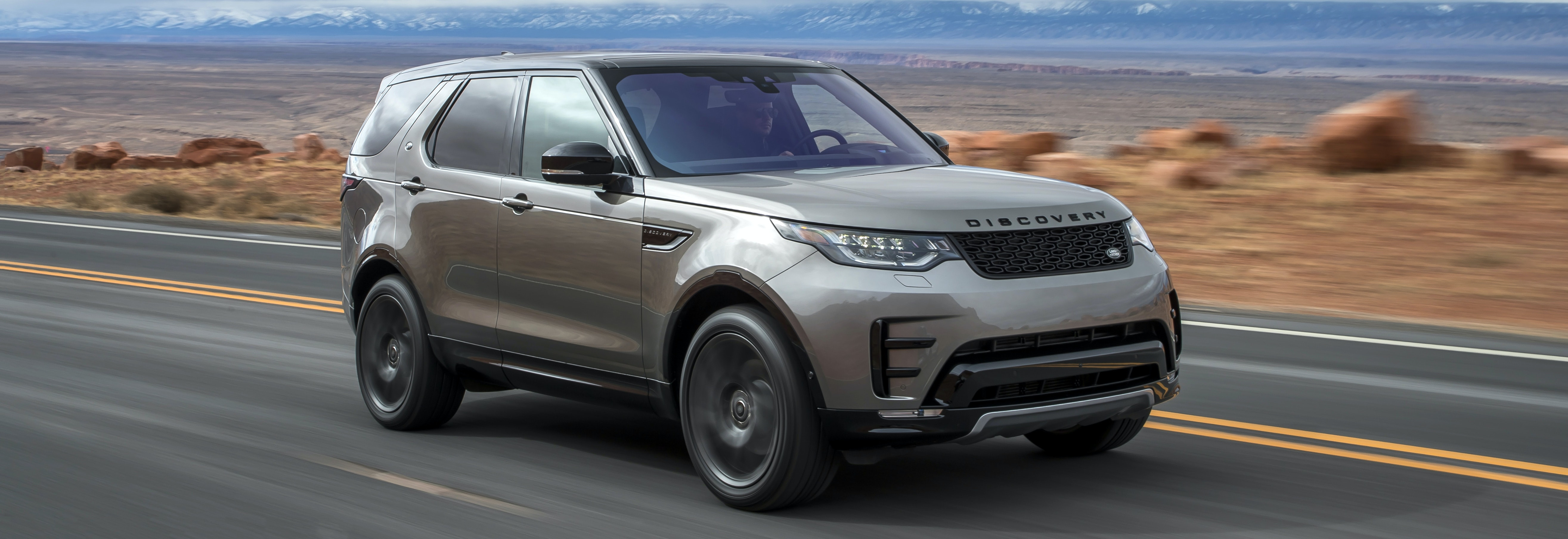 2018 land rover discovery grey driving front