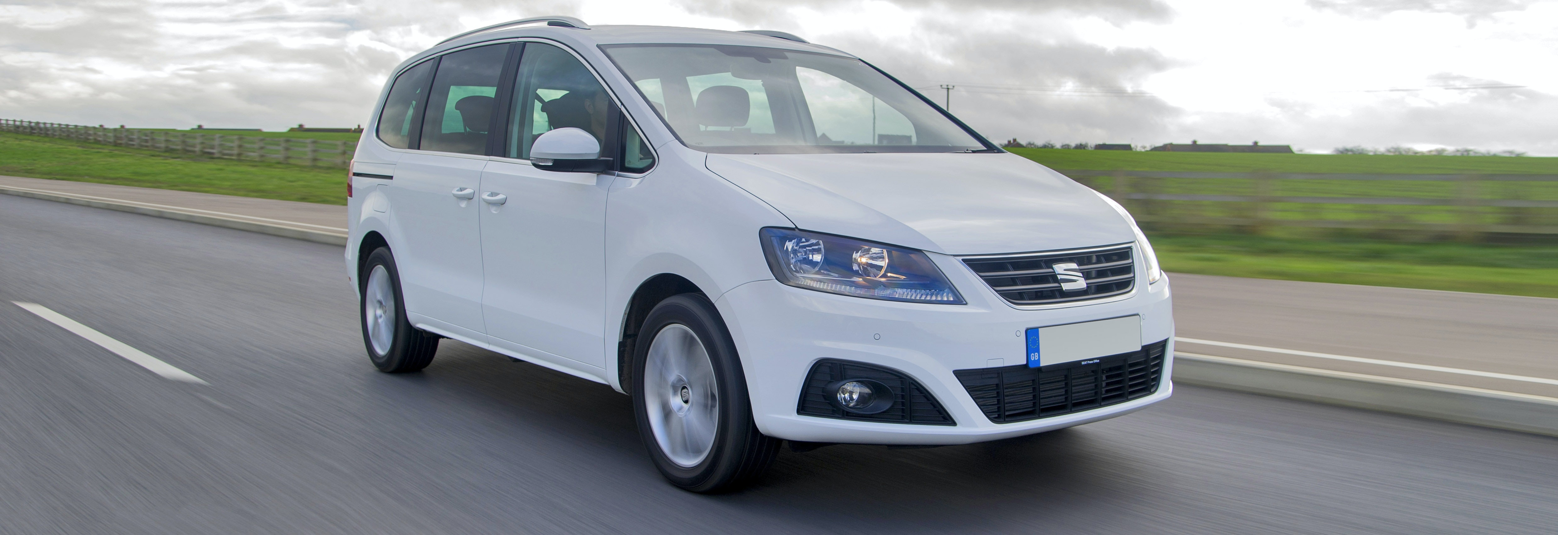 2018 seat alhambra white driving front