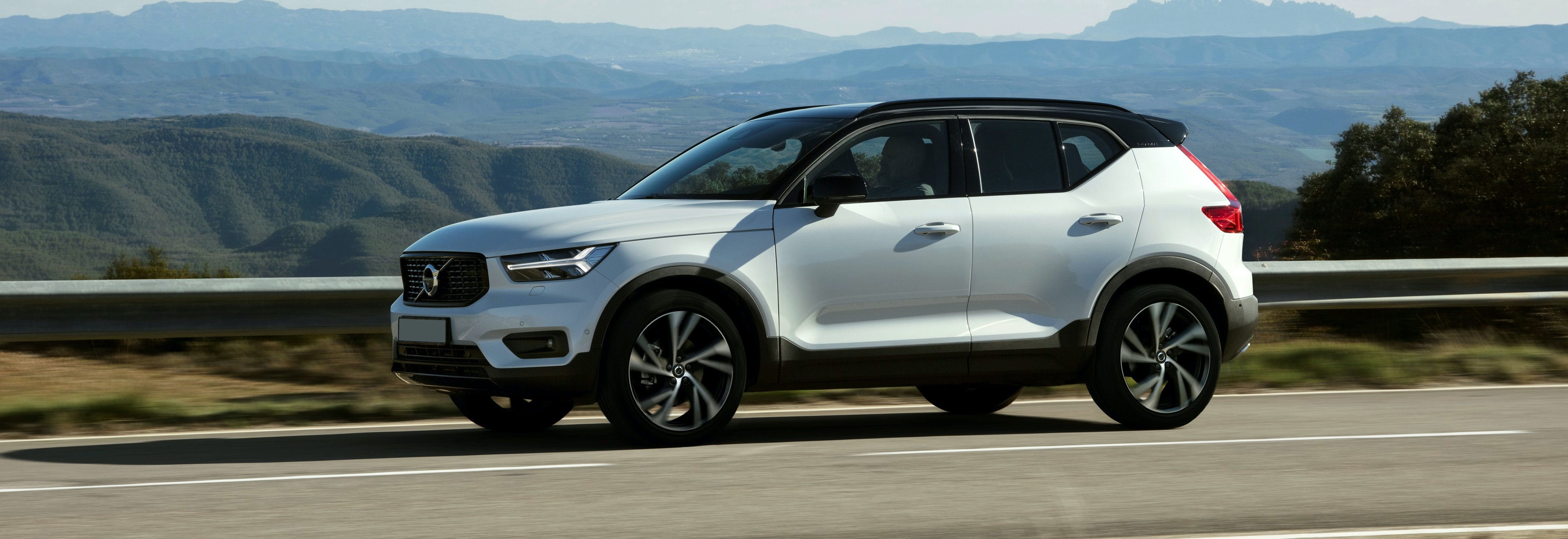 2018 Volvo Xc40 White Driving Side Profile