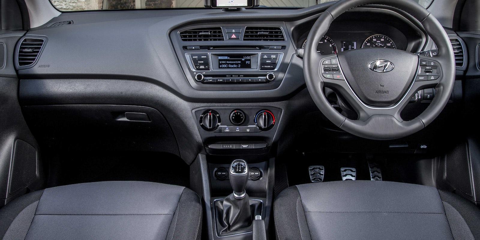 Hyundai i20 active interior infotainment carwow - Hyundai i20 interior ...