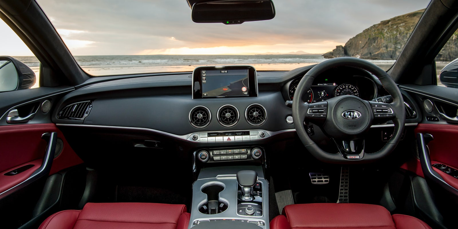 kia stinger gt interior infotainment carwow. Black Bedroom Furniture Sets. Home Design Ideas