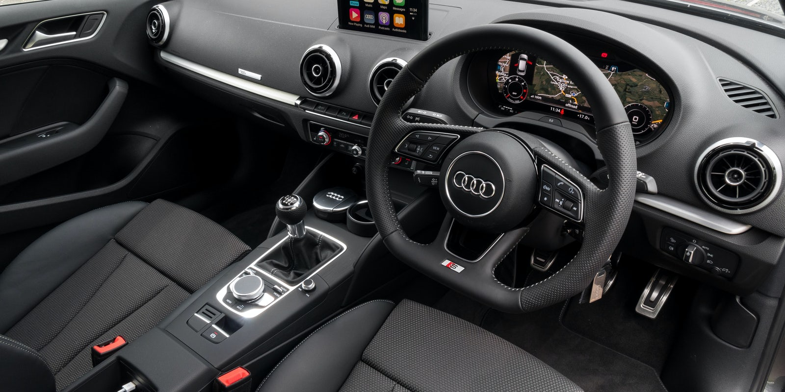 Audi a3 sportback specifications carwow for Interieur sport golf
