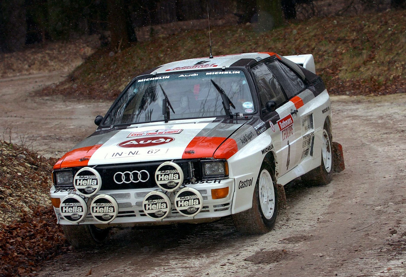 Audis Quattro All Wheel Drive System Explained Carwow Shw Me Transfer Case Diagram Finn Hannu Mikkolain In His 1983 Audi Rally Car