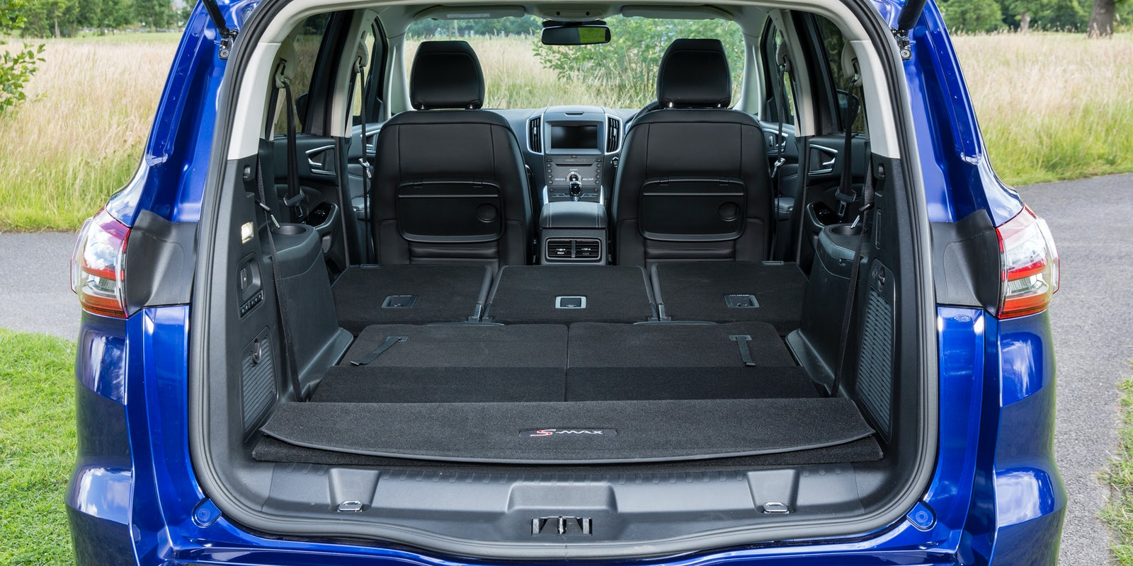Ford S-Max interior and infotainment | carwow