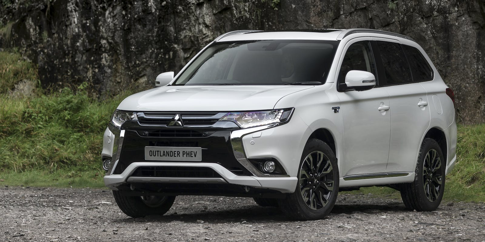 mitsubishi outlander phev review carwow. Black Bedroom Furniture Sets. Home Design Ideas