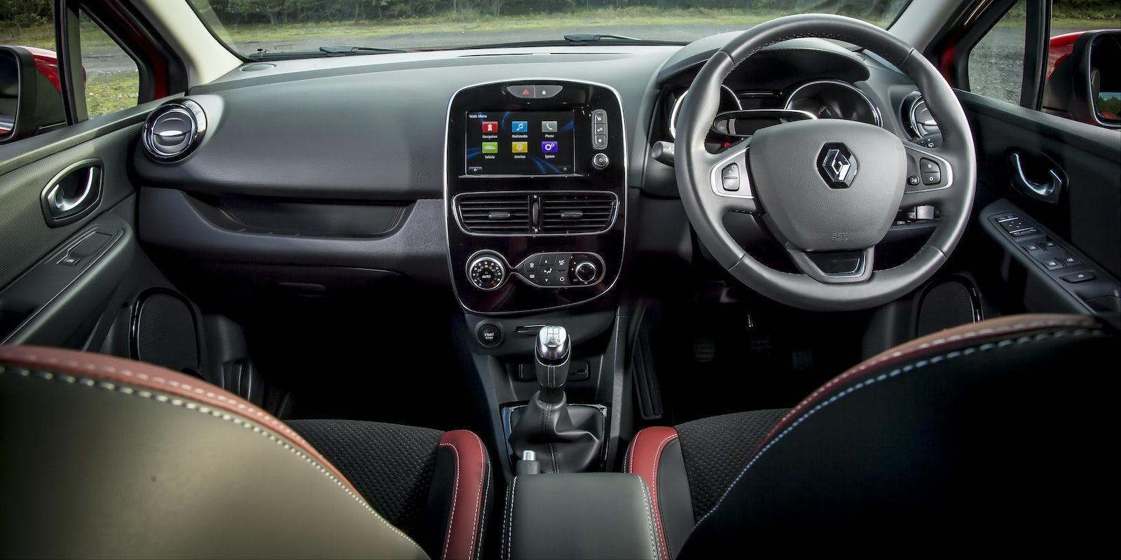 Renault Clio Interior & Infotainment | carwow