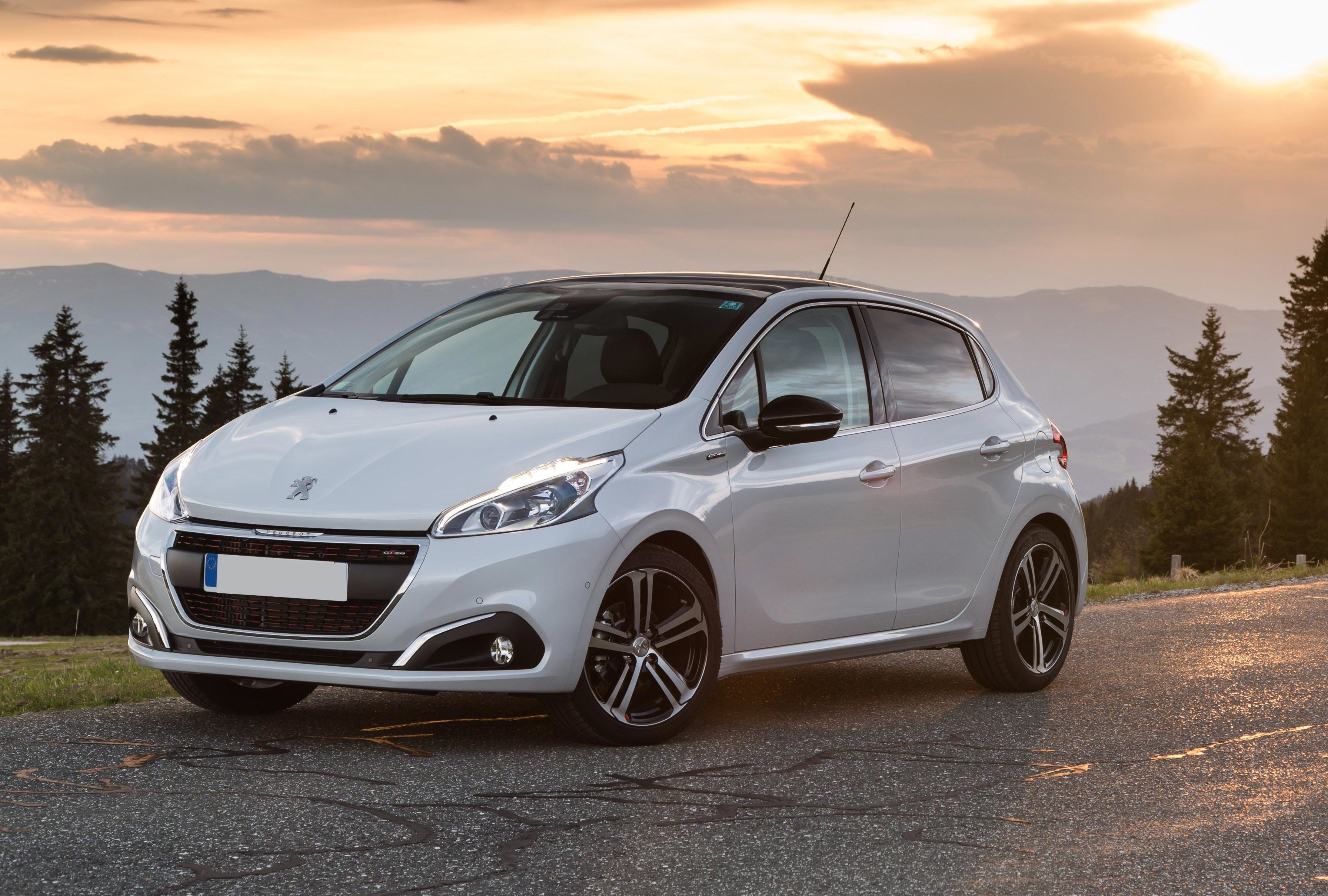 Local Car Dealers >> Peugeot 208 Review | carwow