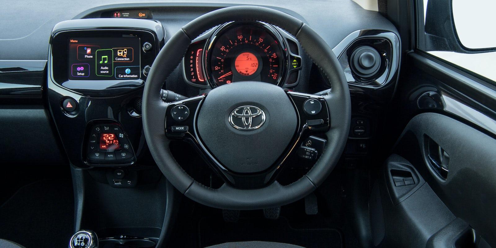 Toyota aygo interior and infotainment carwow - Toyota aygo interior ...