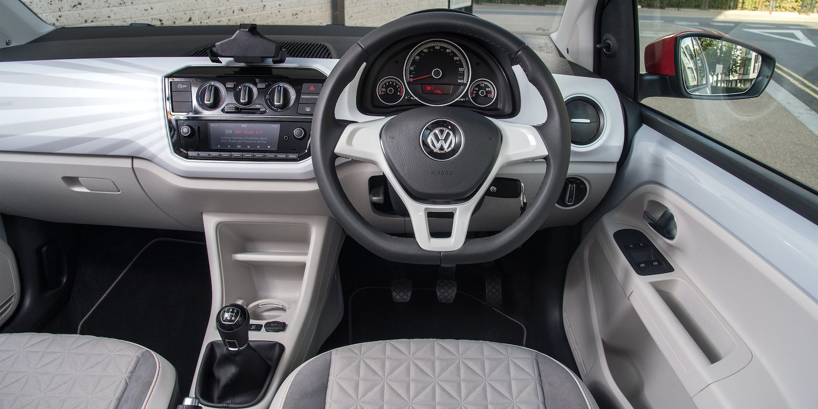 https://carwow-uk-wp-2.imgix.net/VW-up-interior-5.jpg?ixlib=rb-1.1.0&fit=crop&w=1600&h=800&q=60&cs=tinysrgb&auto=format