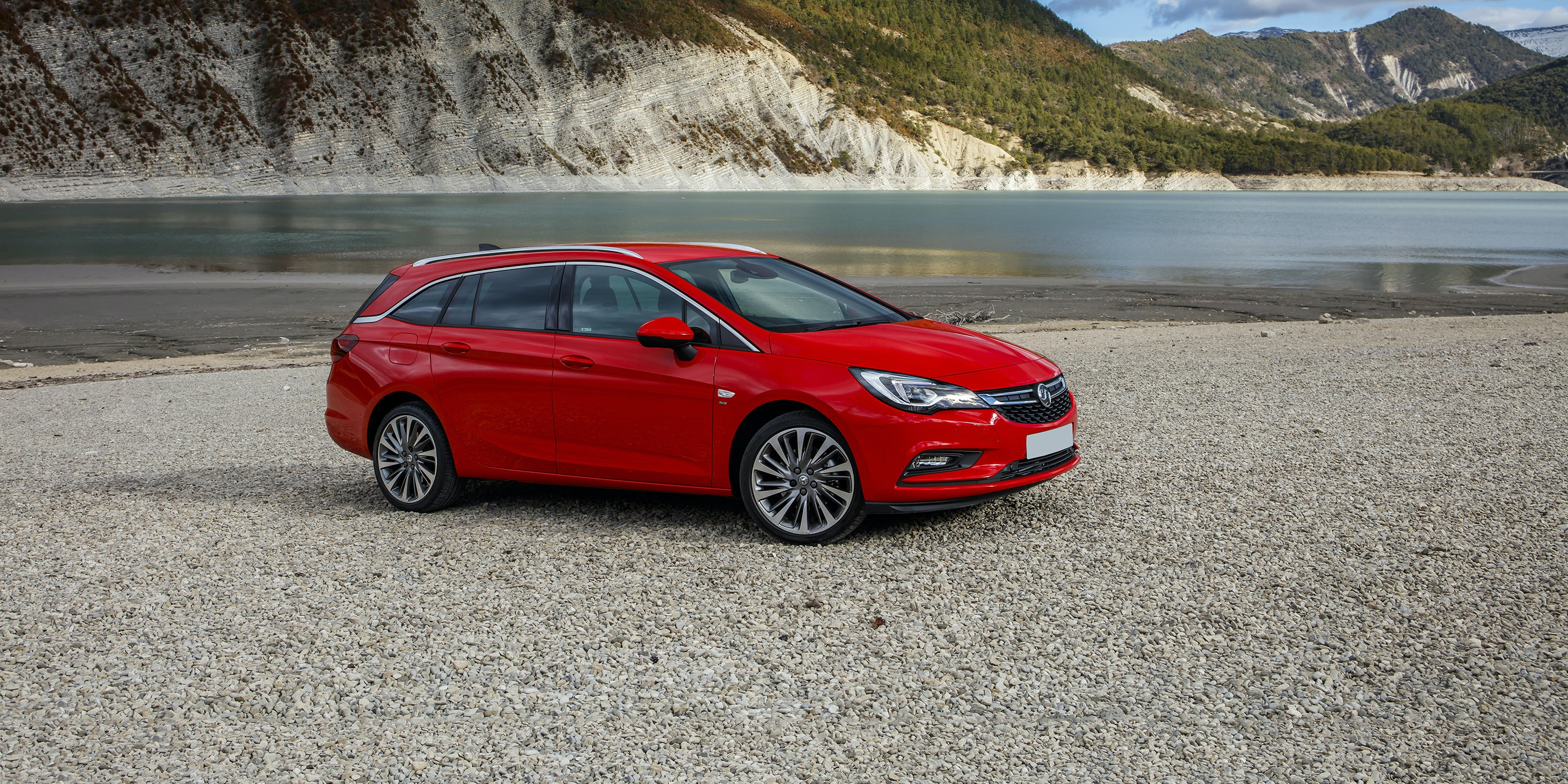 Vauxhall Astra Sports Tourer Review | Carwow Pictures