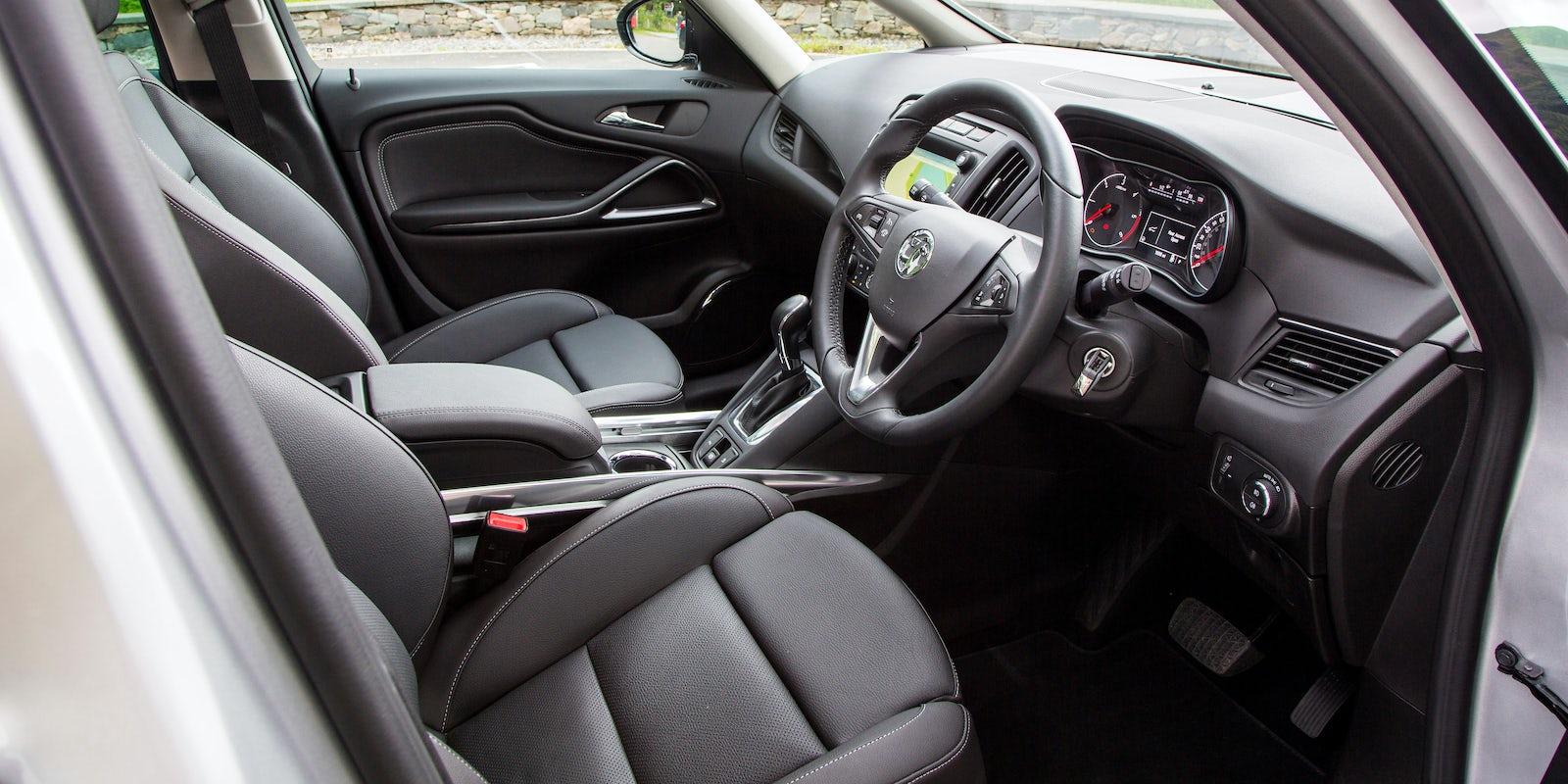 Vauxhall zafira tourer interior and infotainment carwow for Interior zafira tourer