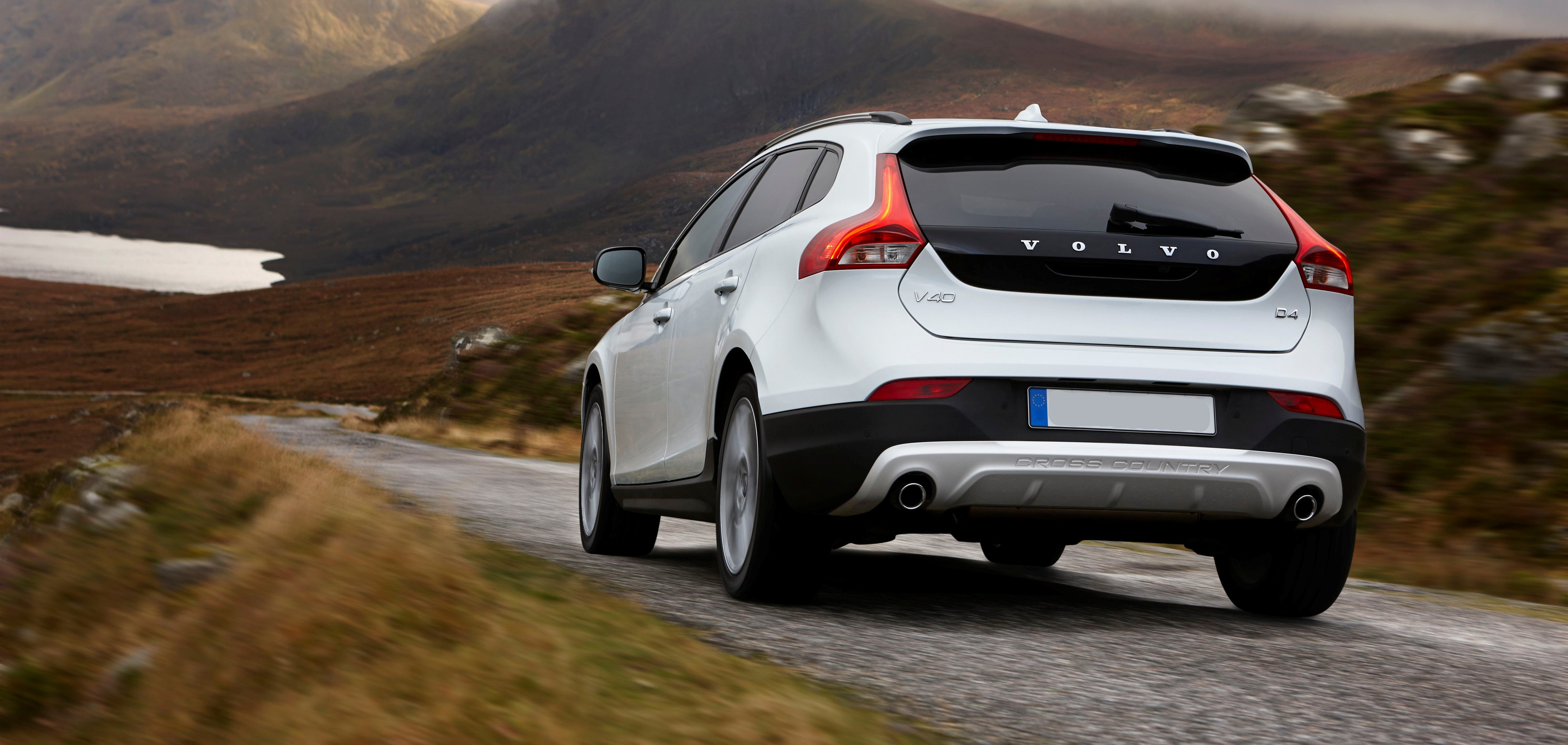 Jobs Driving Cars Cross Country >> Volvo V40 Cross Country Review | carwow