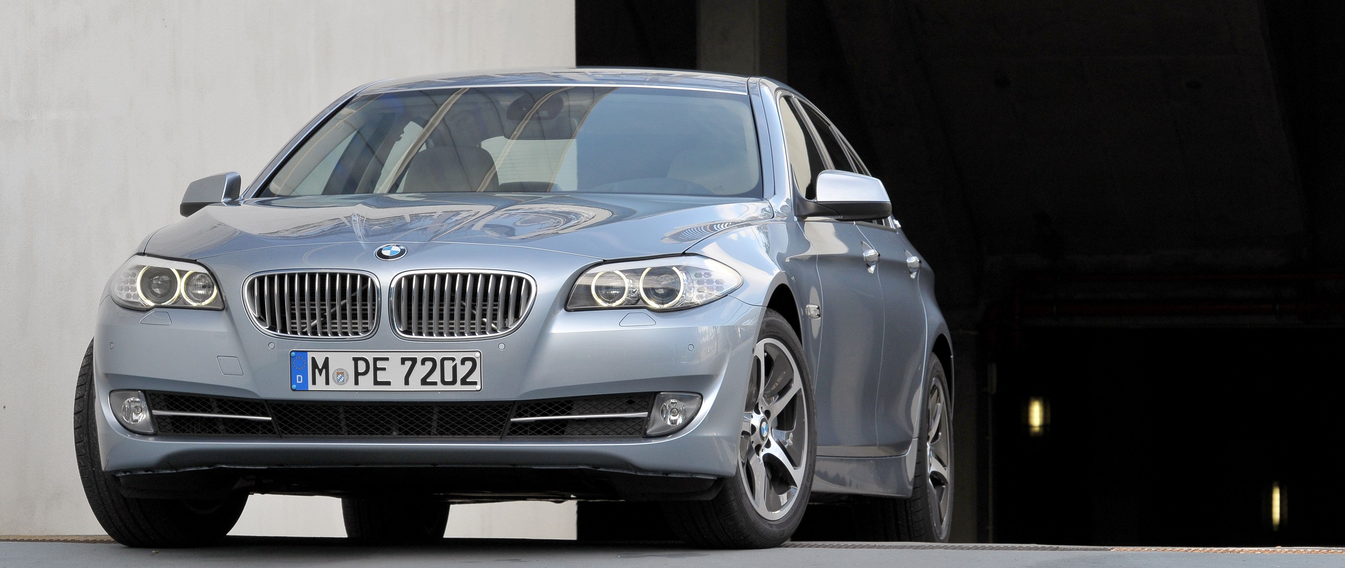 The Combination Of A 54hp Electric Motor With A 302hp Turbocharged Six Cylinder Petrol Engine Makes The 5 Series Activehybrid One Of The Fastest 5 Series