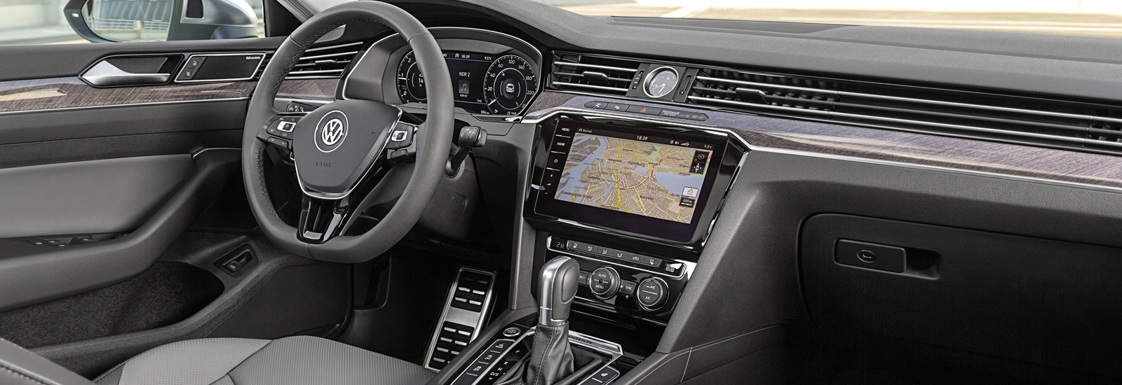 2018 volkswagen touareg interior. exellent interior the vw touaregu0027s interior could feature a large infotainment system and  display screen behind the steering wheel u2013 similar to arteonu0027s  and 2018 volkswagen touareg n