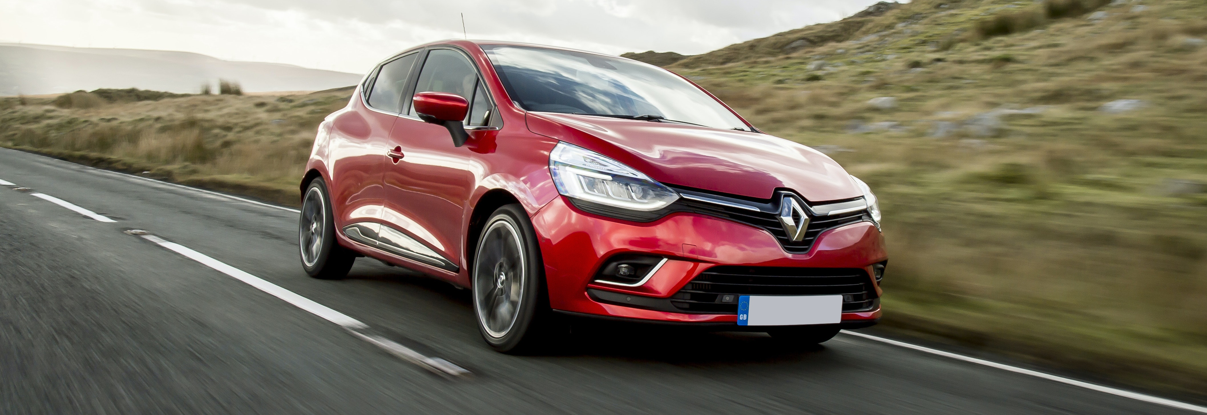 renault clio red driving front