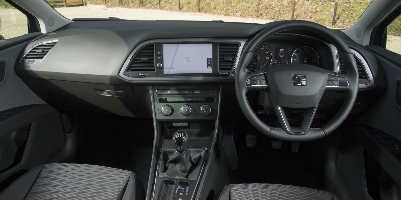 SEAT Leon interior and infotainment | carwow