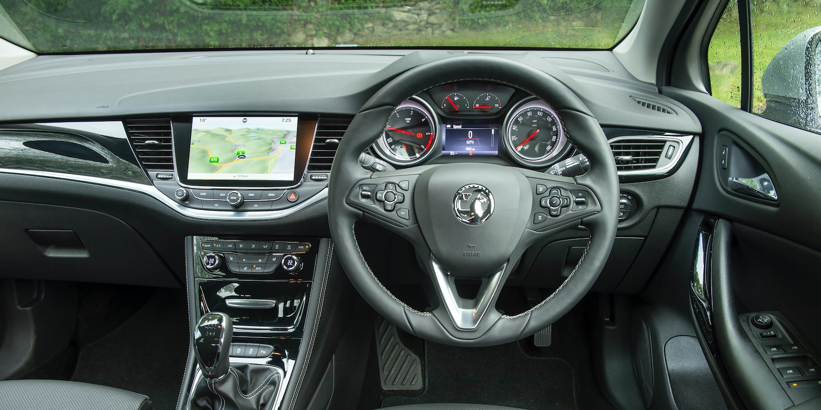 Vauxhall astra gtc 1 6t sri auto express - The Dash Is Well Designed And Made Of Decent Quality Materials